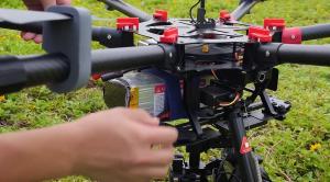 Manipulación del drone DJI Spreading Wings S900 uno de los 6 drones para fotografía aérea